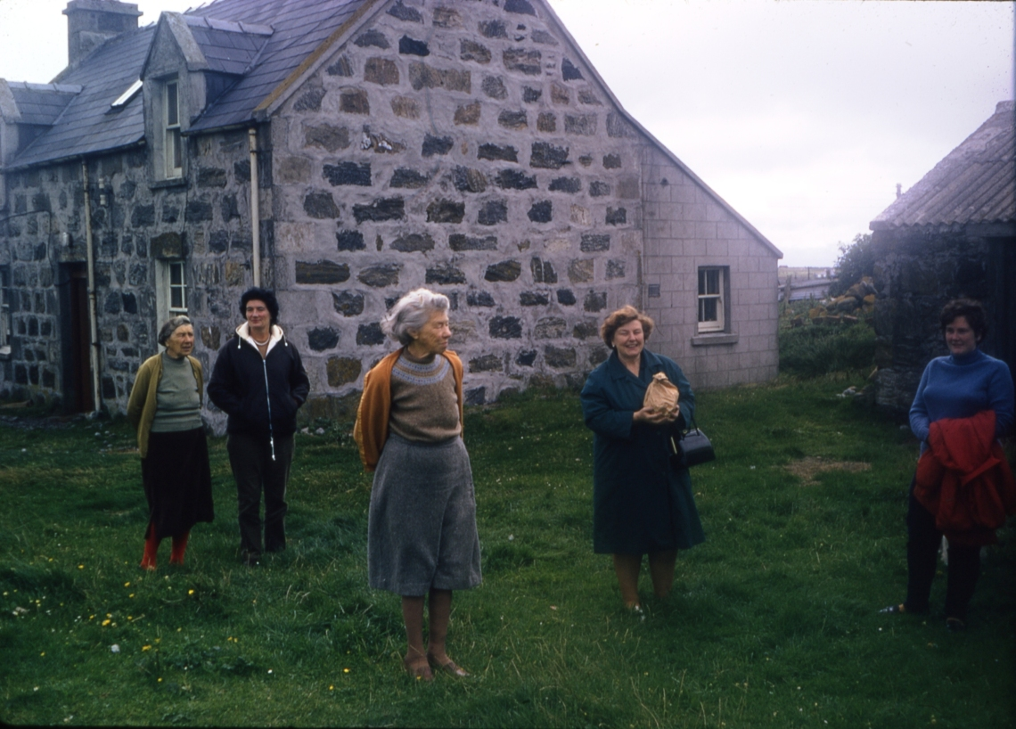 Sept 1970 Josephine, Eileen MacMillan sisters, Taigh A'ghobhaimg 169